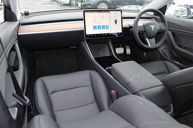 モデル3ロングレンジ AWD  パフォーマンス